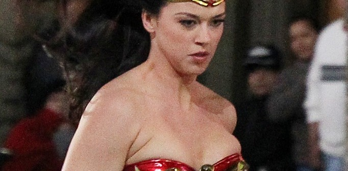 adrienne-palicki-wonder-woman-set-costume-03302011-02